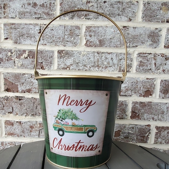 ASHLAND CHRISTMAS FLORAL CONTAINER